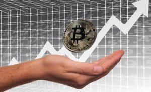 Il Bitcoin tuona! Valore in rialzo di 1.000 $ in solo 1 ora. Conviene investire attualmente?